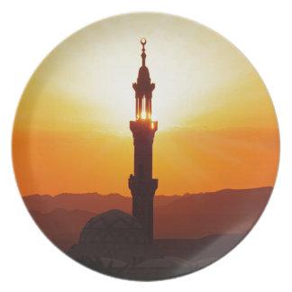 mezquita en la puesta del sol platos