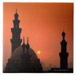 Mezquitas en la puesta del sol azulejo cuadrado grande