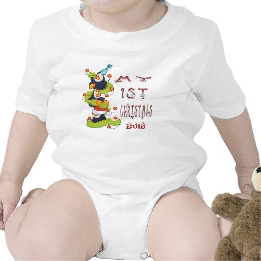 Mi 1r navidad - enredadera del niño de los pingüin camiseta
