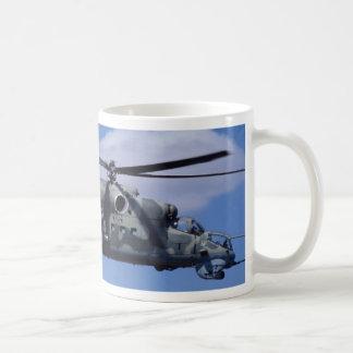 Mi-24 helicóptero de ataque trasero militar, aire  tazas