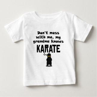 Mi abuela sabe karate camisas