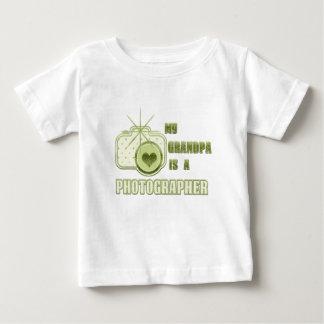 Mi abuelo es un verde de la camiseta del fotógrafo
