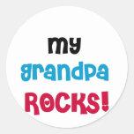 Mi abuelo oscila las camisetas y los regalos pegatina redonda