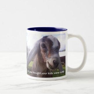 Mi bebé es una taza nubian de la cabra de la leche