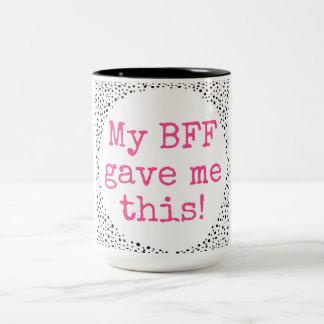 ¡Mi BFF me dio esto! Letras rosadas Taza De Dos Tonos