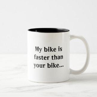 ¡Mi bici es más rápida que la suya! Taza De Café De Dos Colores