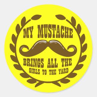 Mi bigote trae a todos los chicas a la yarda etiquetas redondas