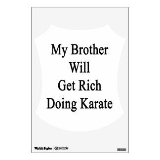 Mi Brother conseguirá rico haciendo karate