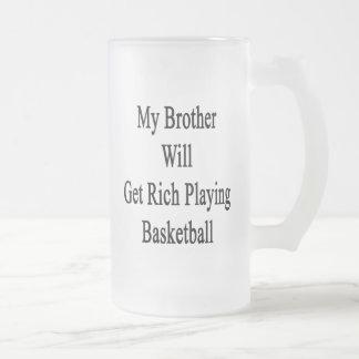 Mi Brother conseguirá rico jugando a baloncesto Tazas