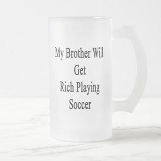 Mi Brother conseguirá rico jugando a fútbol Tazas