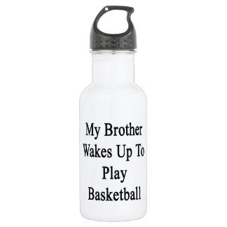 Mi Brother despierta para jugar a baloncesto