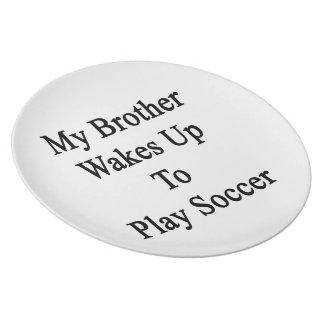 Mi Brother despierta para jugar a fútbol Plato
