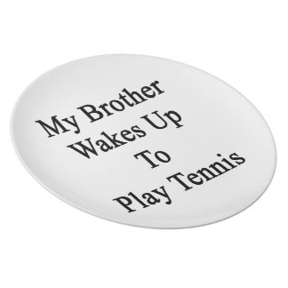 Mi Brother despierta para jugar a tenis Plato