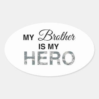 Mi Brother es mi camuflaje de Digitaces del héroe Pegatina Ovalada