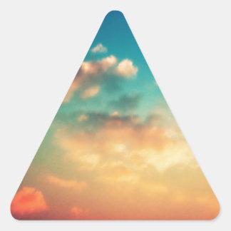 Mi cabeza se pega en las nubes pegatina triangular