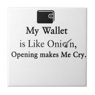 Mi cartera es como una cebolla, abriéndose hace azulejo cuadrado pequeño