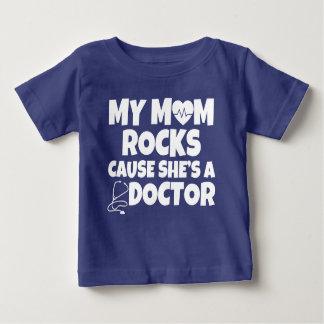 Mi causa de las rocas de la mamá ella es una playera de bebé