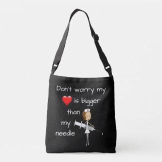 Mi corazón es más grande que mi aguja bolsa cruzada