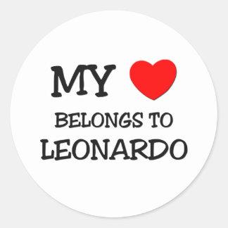 Mi corazón pertenece a Leonardo Pegatina Redonda