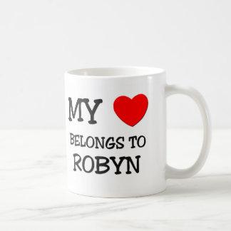 Mi corazón pertenece a ROBYN Taza Básica Blanca