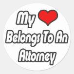 Mi corazón pertenece a un abogado pegatina redonda