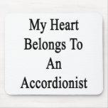 Mi corazón pertenece a un acordeonista tapete de ratón