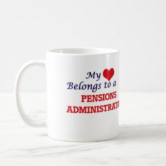 Mi corazón pertenece a un administrador de las taza clásica