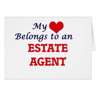 Mi corazón pertenece a un agente de la propiedad tarjeta de felicitación