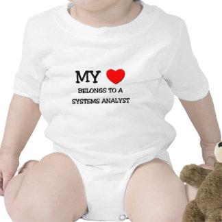 Mi corazón pertenece a un ANALISTA DE SISTEMAS Traje De Bebé