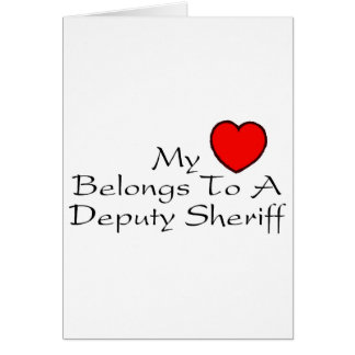 Mi corazón pertenece a un ayudante del sheriff tarjeta de felicitación