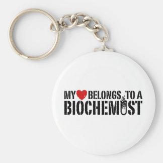 Mi corazón pertenece a un bioquímico llavero redondo tipo pin