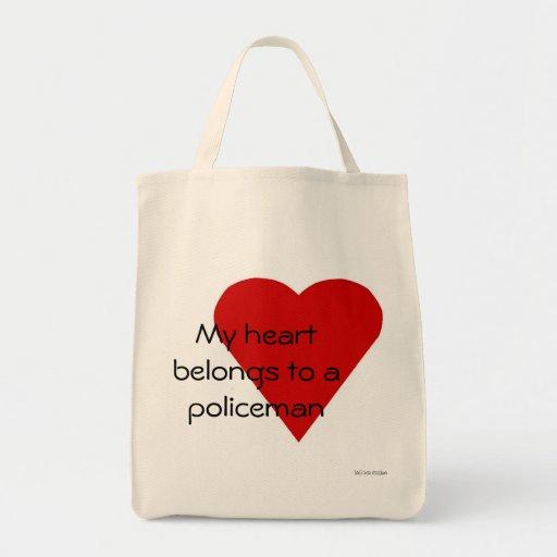 Mi corazón pertenece a un bolso del policía