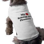 Mi corazón pertenece a un bombero camiseta de mascota