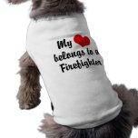 Mi corazón pertenece a un bombero camisetas de perrito