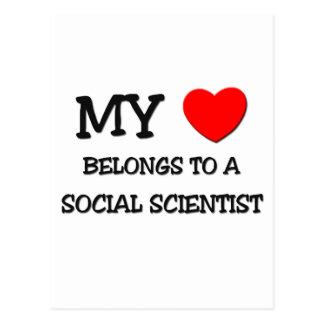 Mi corazón pertenece a un CIENTÍFICO SOCIAL Postal
