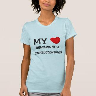 Mi corazón pertenece a un COMPRADOR de la CONSTRUC Camisetas