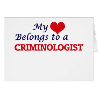 Mi corazón pertenece a un criminalista tarjeta de felicitación