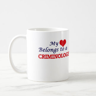Mi corazón pertenece a un criminalista taza de café