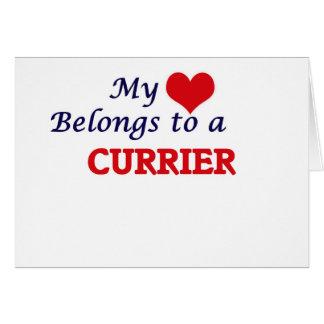 Mi corazón pertenece a un curtidor tarjeta de felicitación