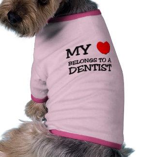 Mi corazón pertenece a un DENTISTA Camiseta De Mascota