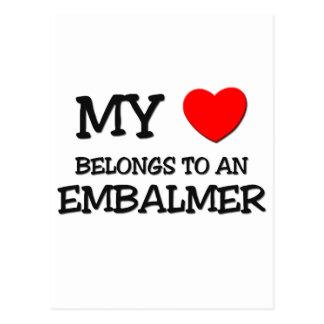 Mi corazón pertenece a un EMBALMER Tarjetas Postales