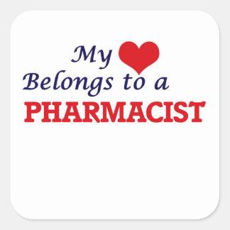 Mi corazón pertenece a un farmacéutico pegatina cuadrada