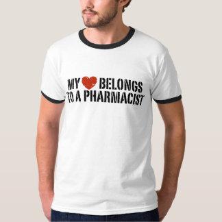 Mi corazón pertenece a un farmacéutico playeras