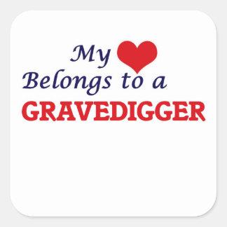 Mi corazón pertenece a un Gravedigger Pegatina Cuadrada