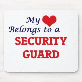 Mi corazón pertenece a un guardia de seguridad alfombrilla de ratones
