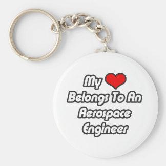 Mi corazón pertenece a un ingeniero aeroespacial llaveros