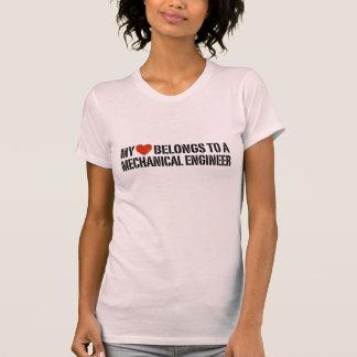 Mi corazón pertenece a un ingeniero industrial camiseta