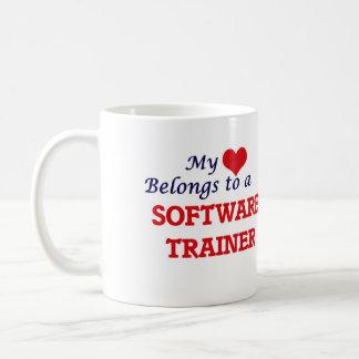 Mi corazón pertenece a un instructor del software taza clásica
