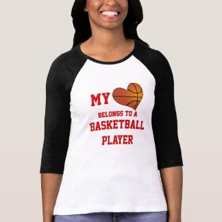 Mi corazón pertenece a un jugador de básquet camisas