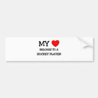 Mi corazón pertenece a un JUGADOR de HOCKEY Etiqueta De Parachoque